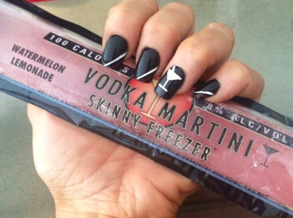 These vodka popsicles are only 100 calories, but what exactly is in them? Spoiler alert: probably vodka. (Photo: Instagram slimchillers)