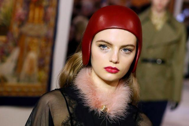 Doll-like lashes and hot pink pouts gave the Lanvin beauty look a retro vibe that was exacerbated by acidic eyeshadow hues and furry collars