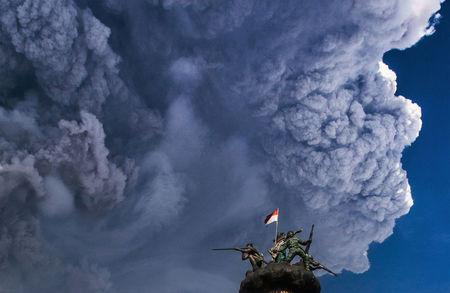 Ash from Mount Sinabung volcano rises to an approximate height of 5,000 meters during an eruption as seen from Brastagi town in Karo, North Sumatra, Indonesia February 19, 2018 in this photo taken by Antara Foto.  Antara Foto/Tibta Peranginangin/ via REUTERS