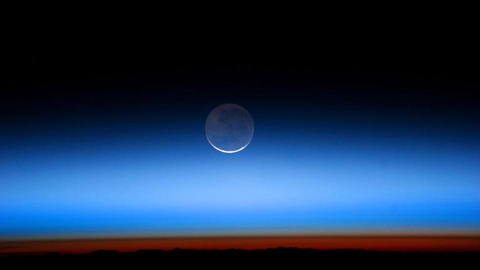 'Earthshine' is dimming and that's bad news for the climate