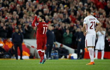 Soccer Football - Champions League Semi Final First Leg - Liverpool vs AS Roma - Anfield, Liverpool, Britain - April 24, 2018 Liverpool's Mohamed Salah applauds fans as he walks off to be substituted REUTERS/Phil Noble
