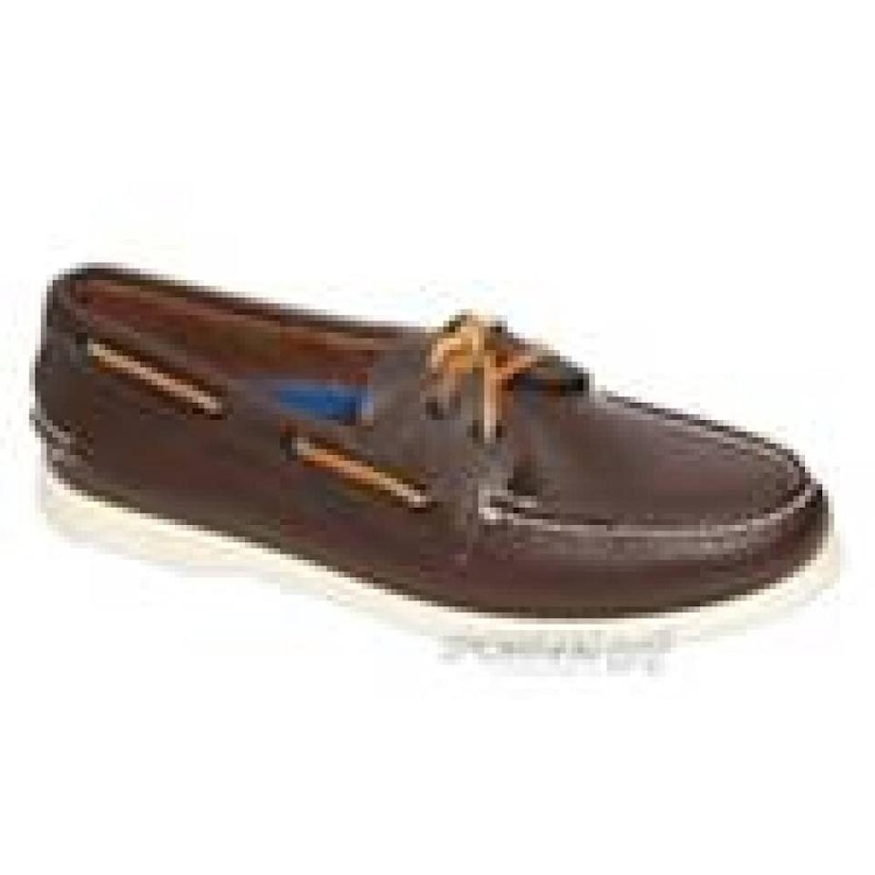 """<em>Sperry's authentic 2 eye, $109.99. Available at <a href=""""http://www.sportinglife.ca/sportinglife/"""" target=""""_hplink"""">Sporting Life </a></em>"""