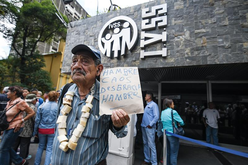 CARACAS, MIRANDA, VENEZUELA - 2018/08/31: A man is seen holding a placard during a demonstration in Caracas. General strikes were held protesting the new currency and the economic measures applied by the Government of Venezuela. (Photo by Roman Camacho/SOPA Images/LightRocket via Getty Images)