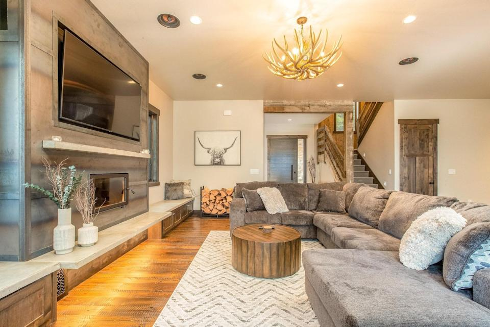 """The town name tells you almost all you need to know: This modern five-bedroom home sits in the hills above Flathead Lake, a 200-square-mile freshwater lake known for its fishing and boating. But what the town name doesn't tell you is that you're less than an hour's drive from <a href=""""https://www.cntraveler.com/gallery/the-59-us-national-parks-in-photos?mbid=synd_yahoo_rss"""" rel=""""nofollow noopener"""" target=""""_blank"""" data-ylk=""""slk:Glacier National Park."""" class=""""link rapid-noclick-resp"""">Glacier National Park.</a> As for the home itself, you'll have tons of space to wind down after a day of hiking or boating on the many outdoor patios with views of the lake and multiple indoor living areas (including a bar). Be sure to bring your cooking A-game to this modern, eat-in chef's kitchen, too. (<em>From 139,000 points per night)</em> $833, Marriott. <a href=""""https://homes-and-villas.marriott.com/en/properties/78123140-lakeside-whispering-pines-point"""" rel=""""nofollow noopener"""" target=""""_blank"""" data-ylk=""""slk:Get it now!"""" class=""""link rapid-noclick-resp"""">Get it now!</a>"""