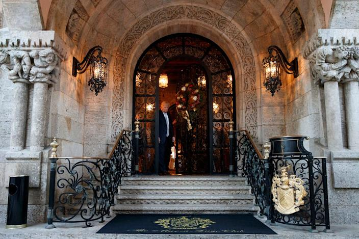trump mar a lago entrance