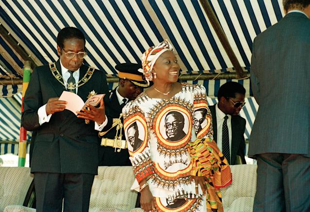 <p>Mugabe waits for guests with his wife, Sally, at the National Sports Centre in Harare to celebrate the 10th anniversary of independence from Britain, April 18, 1990. (Photo: AP) </p>