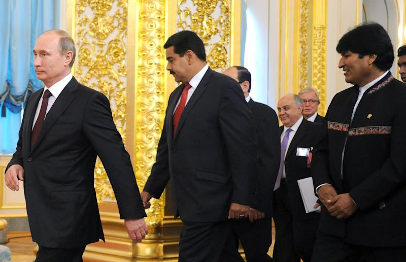 Russian President Vladimir Putin, left, Venezuelan President Nicolas Maduro, centre, and Bolivian President Evo Morales, right, arrive to pose for a photo at the Gas Exporting Countries Forum (GECF) in the Kremlin in Moscow, Monday, July 1, 2013. (AP Photo/Alexander Nemenov, Pool)