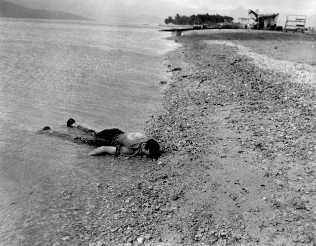 <p>The body of a sailor killed during the Japanese air attack at Naval Air Station Kanoehe Bay lies on the shoreline at Pearl Harbor on Dec. 7, 1941. (U.S. Navy/National Archives/Handout via Reuters) </p>