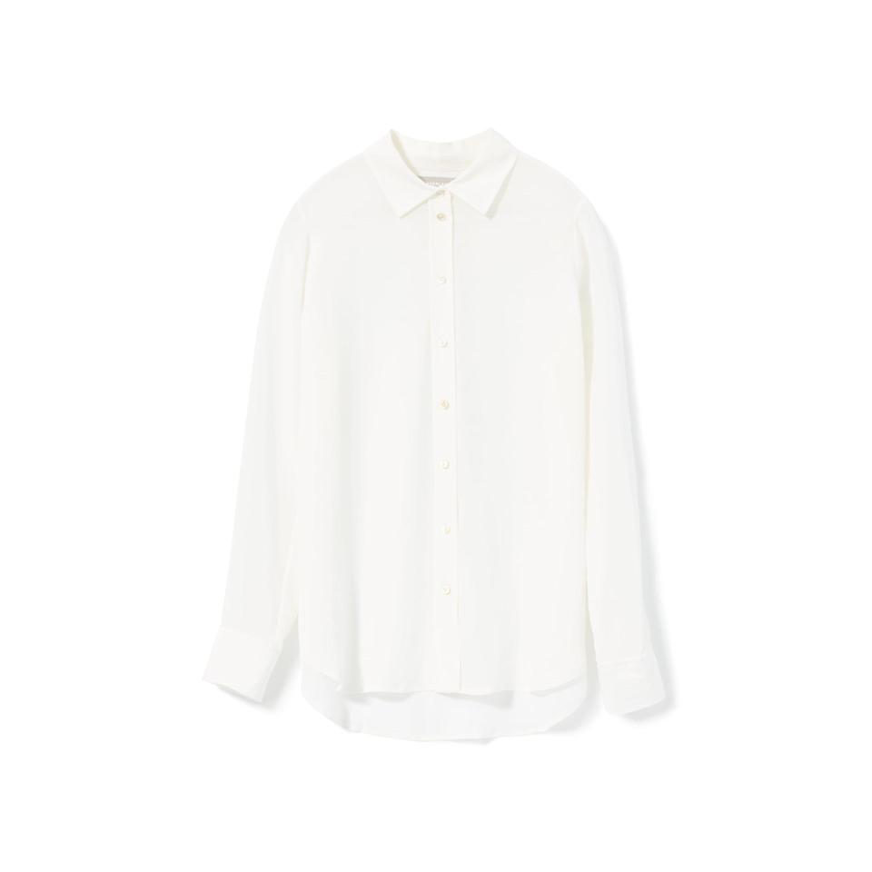 """<p><strong>everlane</strong></p><p>everlane.com</p><p><strong>$98.00</strong></p><p><a href=""""https://go.redirectingat.com?id=74968X1596630&url=https%3A%2F%2Fwww.everlane.com%2Fproducts%2Fwomens-clean-slk-rlxd-shirt-offwhite&sref=https%3A%2F%2Fwww.townandcountrymag.com%2Fstyle%2Ffashion-trends%2Fg28904847%2Fbest-white-button-down-shirts%2F"""" rel=""""nofollow noopener"""" target=""""_blank"""" data-ylk=""""slk:Shop Now"""" class=""""link rapid-noclick-resp"""">Shop Now</a></p><p>Take your white button down game to the next level with this elegant (<a href=""""https://www.townandcountrymag.com/style/fashion-trends/g28762949/best-sustainable-fashion-brands"""" rel=""""nofollow noopener"""" target=""""_blank"""" data-ylk=""""slk:and eco-conscious"""" class=""""link rapid-noclick-resp"""">and eco-conscious</a>) silk number. </p>"""