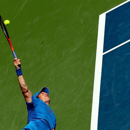 MASON, OH - AUGUST 15:  Andy Murray of Great Britain serves to Sam Querrey during the Western & Southern Open at the Lindner Family Tennis Center on August 15, 2012 in Mason, Ohio.  (Photo by Matthew Stockman/Getty Images)