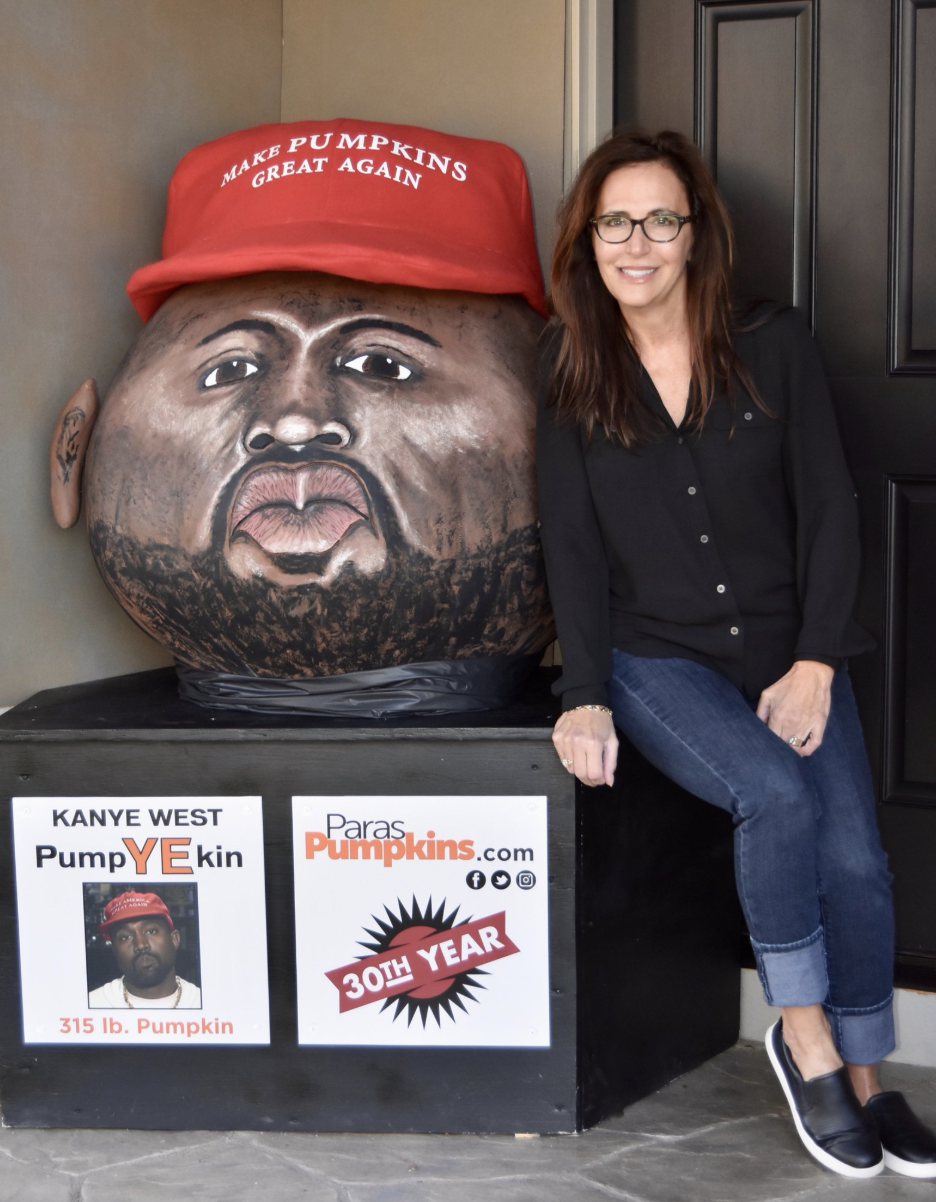 Artist Jeanette Paras poses with her PumpYEkin. (Photo: Jeanette Paras via Twitter)