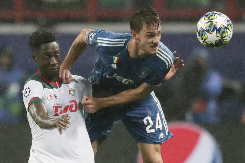 FILE - In this Nov. 6, 2019, file photo, Juventus' Daniele Rugani, right, fights for the ball with Lokomotiv's Eder during a Champions League soccer match at the Lokomotiv Stadium in Moscow, Russia. Italian soccer club Juventus announced on Wednesday, March 11, 2020, that defender Daniele Rugani has tested positive for new coronavirus. Rugani, who is also an Italy international, is the first player in Italy's top soccer division to test positive but Juventus stressed that the 25-year-old has no symptoms.  (AP Photo/Pavel Golovkin, File)