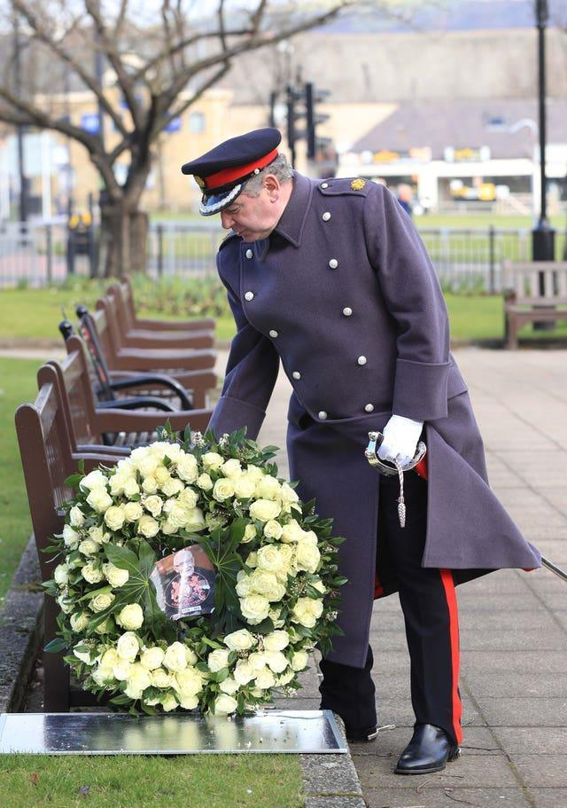 Wreath laid for Captain Tom funeral