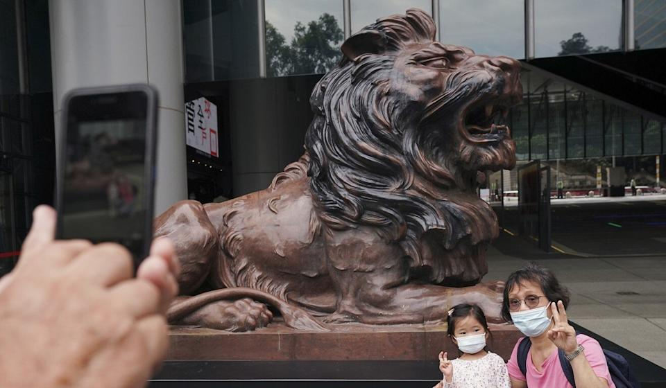 HSBC's iconic lions, Stephen and Stitt, returned to guard duty outside the company's Hong Kong headquarters on October 22 as they were under wraps for more than nine months for repairs after being vandalised. Photo: Felix Wong