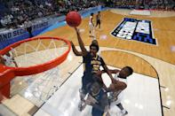 <p>Darnell Cowart #32 of the Murray State Racers attempts a shot against the Florida State Seminoles in the first half during the second round of the 2019 NCAA Men's Basketball Tournament at XL Center on March 23, 2019 in Hartford, Connecticut. (Photo by Rob Carr/Getty Images) </p>