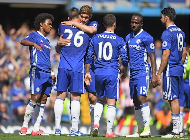 <p>John Terry leaves the pitch during the 26th minute against Sunderland – but not before saying goodbye to pretty much all 22 men on the pitch. </p>
