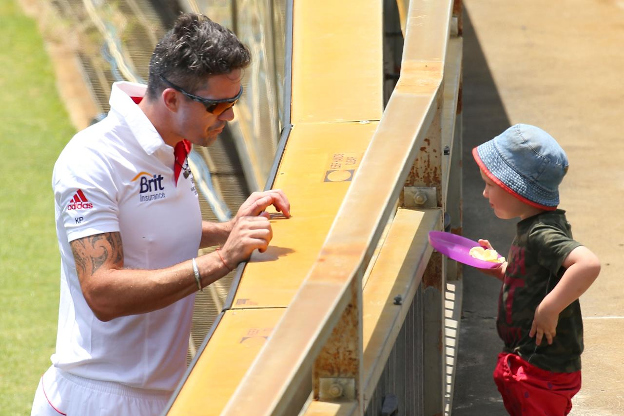 PERTH, AUSTRALIA - OCTOBER 31: Kevin Pietersen of England talks with a young spectator during day one of the Tour match between Western Australia XI and England at WACA on October 31, 2013 in Perth, Australia.  (Photo by Paul Kane/Getty Images)