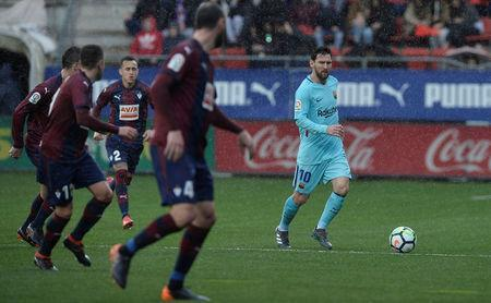 Soccer Football - La Liga Santander - Eibar vs FC Barcelona - Ipurua, Eibar, Spain - February 17, 2018 Barcelona's Lionel Messi in action REUTERS/Vincent West