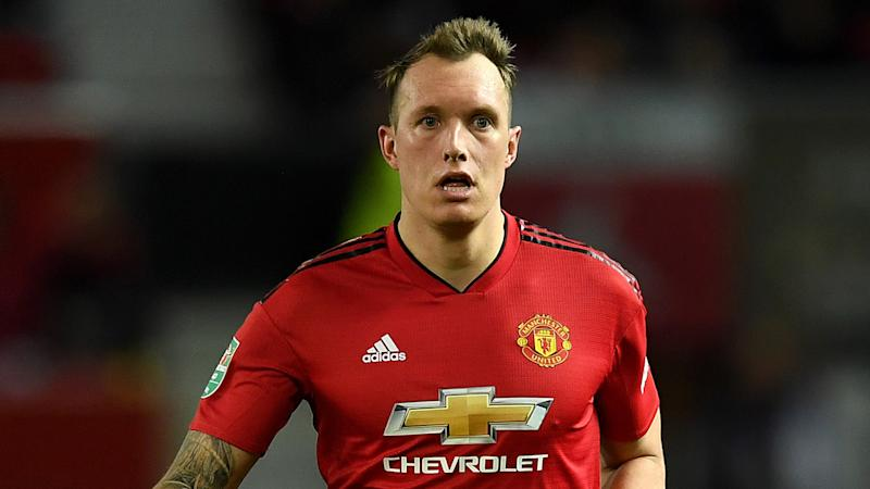 Jones signs new Man Utd contract until 2023