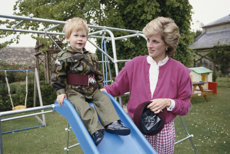 Princess Diana with Prince Harry in 1986. (Tim Graham via Getty Images)