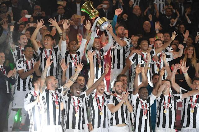 Juventus players celebrate with the Italian Cup after beating AC Milan 4-0 in Rome (AFP Photo/Tiziana FABI)