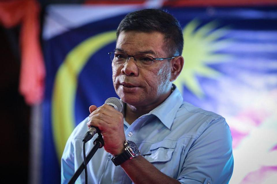 Malaysiakini reported Pakatan Harapan chief secretary Datuk Saifuddin Nasution Ismail (pic) confirming receipt of the letter from de facto Law Minister Datuk Seri Takiyuddin Hassan to Opposition Leader Datuk Seri Anwar Ibrahim. — Picture by Yusof Mat Isa