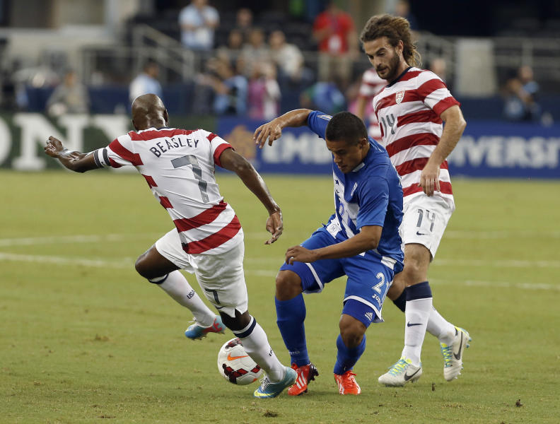 Honduras' Roger Rojas (21) battles United States' DaMarcus Beasley (7) and Kyle Beckerman (14) for control of the ball during the first half of the Gold Cup semifinals at Cowboys Stadium, Wednesday, July 24, 2013, in Arlington, Texas. (AP Photo/Brandon Wade)