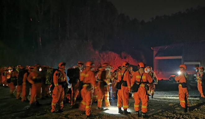 Firefighters gather to fight the blaze that destroyed an estimated 80 hectares of forest and came close to Xichang in Sichuan province. Photo: EPA-EFE