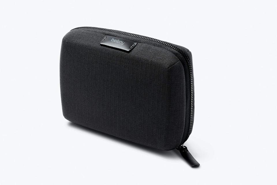 """<p>bellroy.com</p><p><strong>$55.00</strong></p><p><a href=""""https://go.redirectingat.com?id=74968X1596630&url=https%3A%2F%2Fbellroy.com%2Fproducts%2Ftech-kit-compact%2Fcanva_ripstop%2Fmidnight&sref=https%3A%2F%2Fwww.menshealth.com%2Ftechnology-gear%2Fg37546941%2Fbest-gifts-for-mechanics%2F"""" rel=""""nofollow noopener"""" target=""""_blank"""" data-ylk=""""slk:BUY IT HERE"""" class=""""link rapid-noclick-resp"""">BUY IT HERE</a></p><p>A mechanic's mindset is optimized when their stuff is stored efficiently, both in the shop and out of it. Bellroy's Tech Kit will help them keep their cords and such in one go-to spot. </p>"""