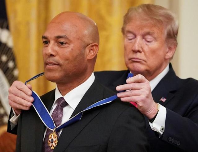 US President Donald Trump presents the Medal of Freedom to former New York Yankees pitcher Mariano Rivera (AFP Photo/MANDEL NGAN)