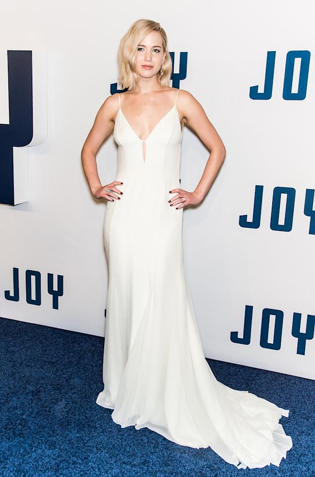 <p>Lawrence looked like an angel in a slinky white Dior floor-length dress with a keyhole neckline. Her no makeup-makeup simple blonde bob made her look all the more ethereal. (Photo: Getty Images) </p>