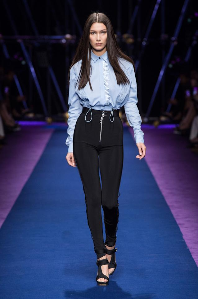 <p>Sister Bella also walked for Donatella's mega Italian label. <i>[Photo: Versace]</i></p>