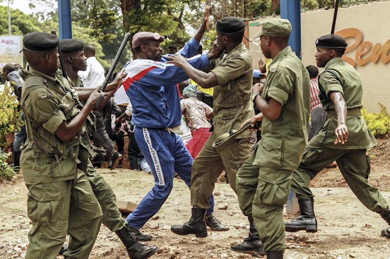 Zambian police arrest a supporter of the opposition United Party for National Development outside the Presidential Election result centre at Mulungushi International Conference Centre in Lusaka on January 21, 2015 (AFP Photo/Salim Dawood)