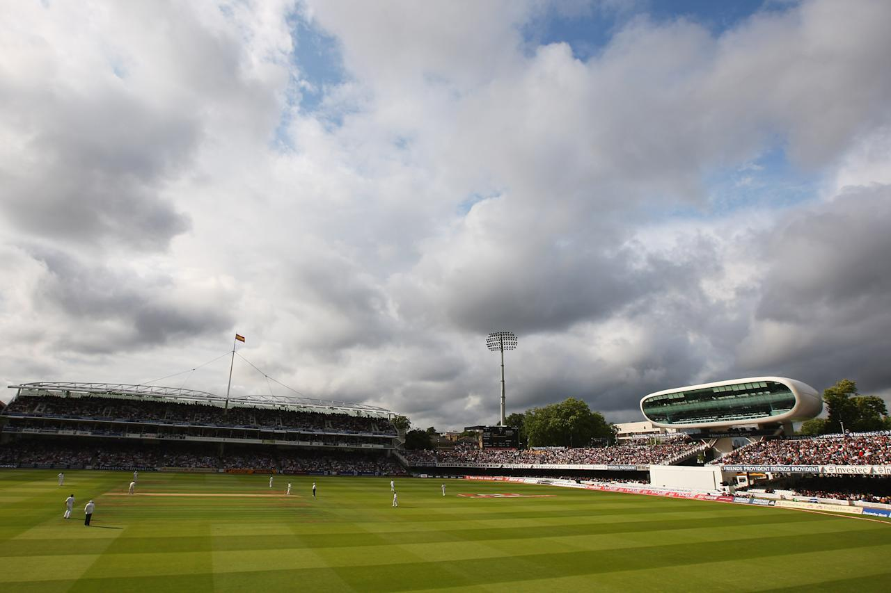 But with bat weather closing in, England went for quick runs and declared their second innings on 311/6, setting Australia a victory target of 522.