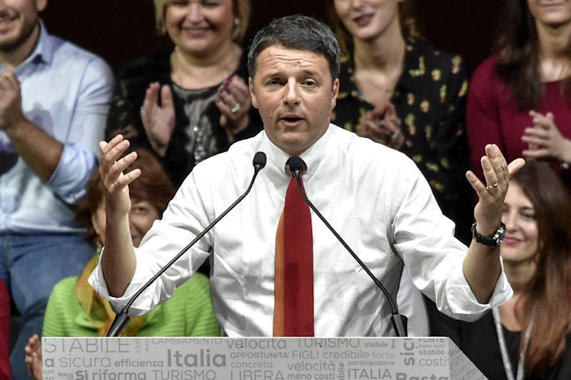 Italian Prime Minister Matteo Renzi addresses supporters during a rally in Rome, on November 26, 2016