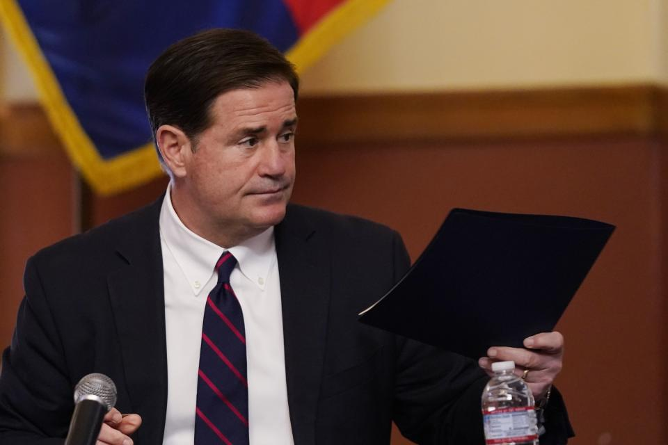 El gobernador republicano de Arizona, Doug Ducey. (AP Photo/Ross D. Franklin, Pool)