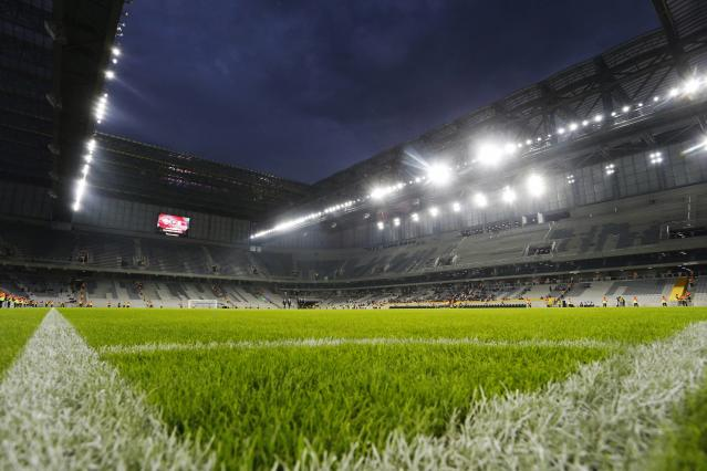 A view of the Arena da Baixada soccer stadium before Atletico Paranaense and Corinthians play the first match to test the stadium under construction for the World Cup in Curitiba, May 14, 2014. The Arena da Baixada is considered by FIFA as the stadium with the greatest delays with less than a month to go for the tournament to begin. Picture taken May 14, 2014. REUTERS/Rodolfo Buhrer (BRAZIL - Tags: SPORT SOCCER WORLD CUP)