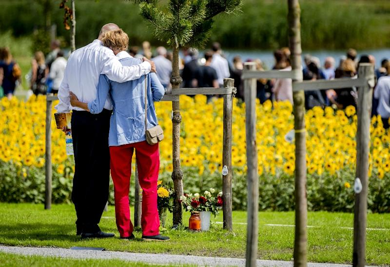 Relatives attend the unveiling of the monument for Flight MH17 victims in Vijfhuizen, the Netherlands, on July 17, 2017 (AFP Photo/Remko de Waal)