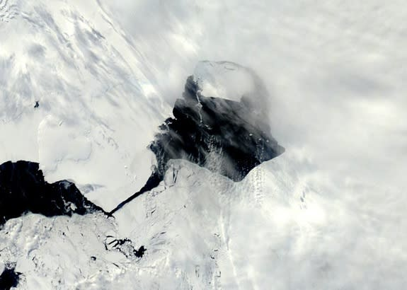 Massive Antarctic Glacier Uncontrollably Retreating, Study Suggests