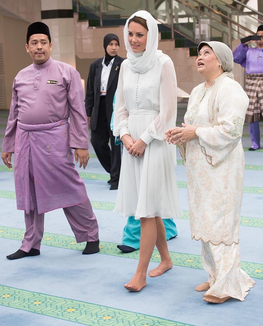 <p>The Duchess of Cambridge opted to wear a headscarf back in 2012 while visiting the As Syakirin Mosque in Kuala Lumpur, Malaysia, as part of her tour celebrating the Diamond Jubilee of Queen Elizabeth. (Photo: Getty Images) </p>