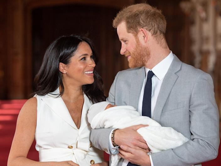 Prince Harry, Duke of Sussex and Meghan, Duchess of Sussex, pose with their newborn son Archie Harrison Mountbatten-Windsor during a photocall in St George's Hall at Windsor Castle on 8 May, 2019 in Windsor, England (Getty Images)