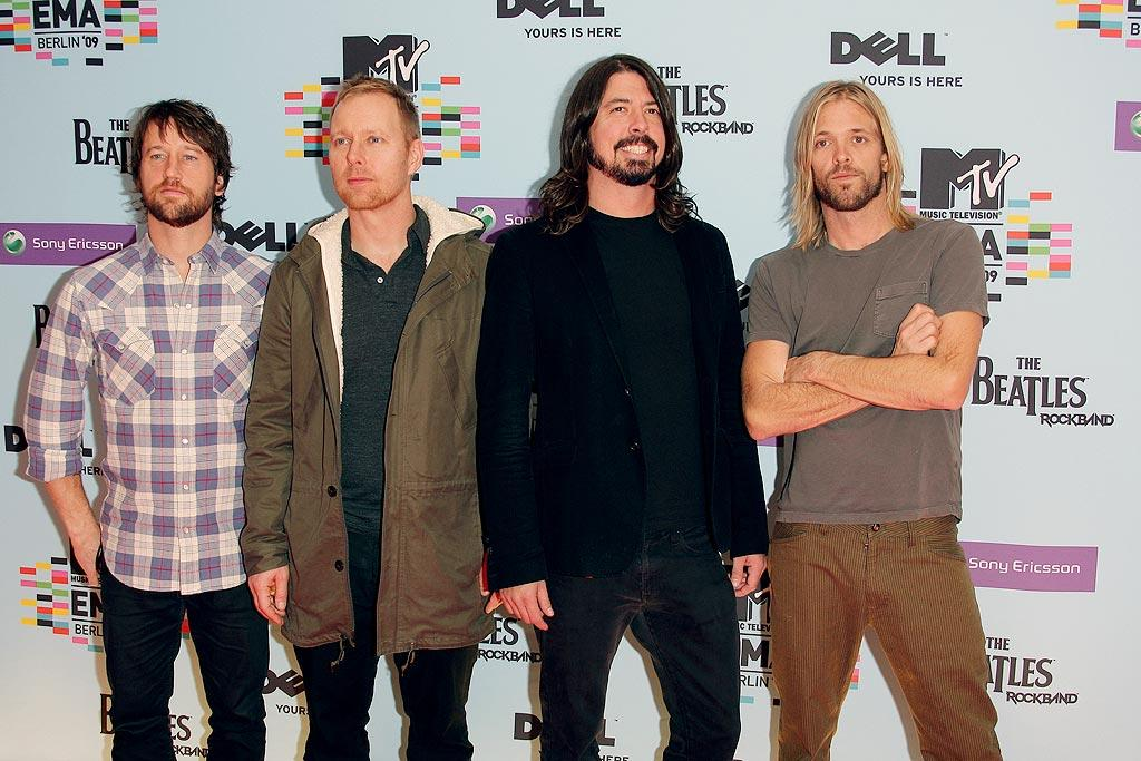 """The Foo Fighters made an obligatory trip down the red carpet together. Hey, at least their frontman, Dave Grohl, was smiling! Venturelli/<a href=""""http://www.wireimage.com"""" target=""""new"""">WireImage.com</a> - November 5, 2009"""