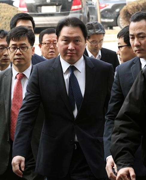 SK Group Chairman Chey Tae-won arrives at the Seoul Central District Court in Seoul, South Korea, Thursday, Jan. 31, 2013. A Seoul court has sentenced Chey to four years in prison for embezzling millions of dollars of company money for personal investments.(AP Photo/Ahn Young-joon)