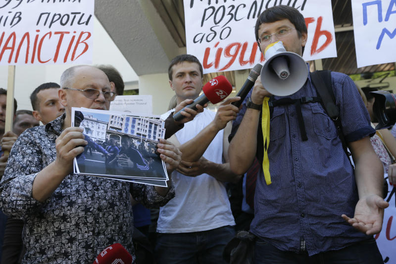 Ukrainian media protest after journalists beaten