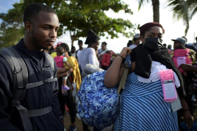 Haitian migrants Benedictine Point Du Jour (R) and her son Roberth are undeterred in their quest to make it to the United States, come what may (AFP/Raul ARBOLEDA)