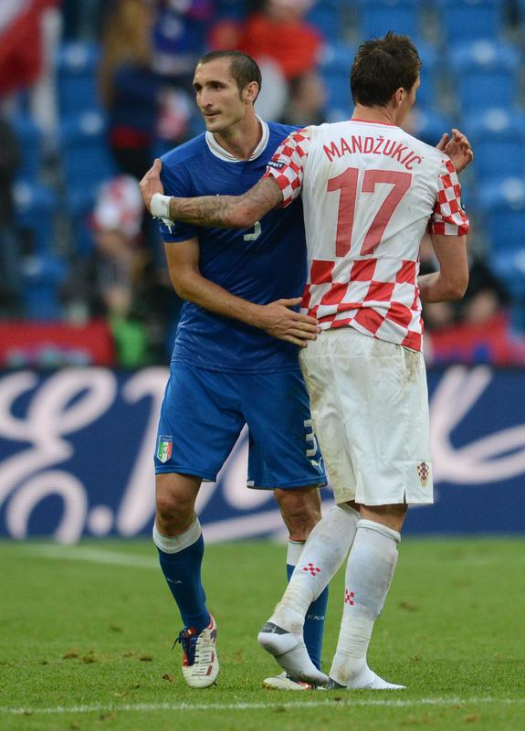 Italian defender Giorgio Chiellini (L) and Croatian forward Mario Mandzukic shake hands at the end of the Euro 2012 championships football match Italy vs Croatia on June 14, 2012 at the Municipal Stadium in Poznan. AFP PHOTO / FRANCISCO LEONGFRANCISCO LEONG/AFP/GettyImages
