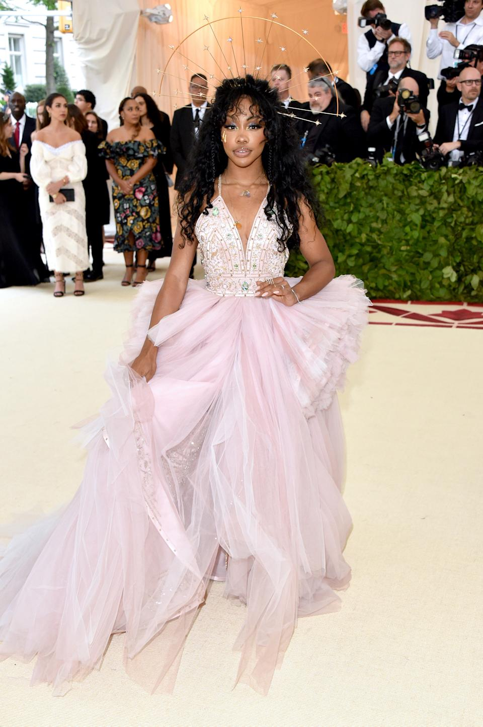 """<h1 class=""""title"""">SZA in Versace and Djula jewelry</h1><cite class=""""credit"""">Photo: Getty Images</cite>"""
