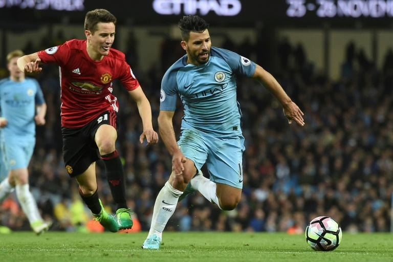 Manchester United's midfielder Ander Herrera (L) chases Manchester City's striker Sergio Aguero (R) during the English Premier League football match April 27, 2017