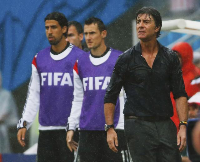REFILE - QUALITY REPEAT Germany's coach Joachim Loew (R) watches the match from the sidelines with Sami Khedira (L) and Miroslav Klose during their 2014 World Cup Group G soccer match against the U.S. at the Pernambuco arena in Recife June 26, 2014. REUTERS/Yves Herman (BRAZIL - Tags: SOCCER SPORT WORLD CUP)