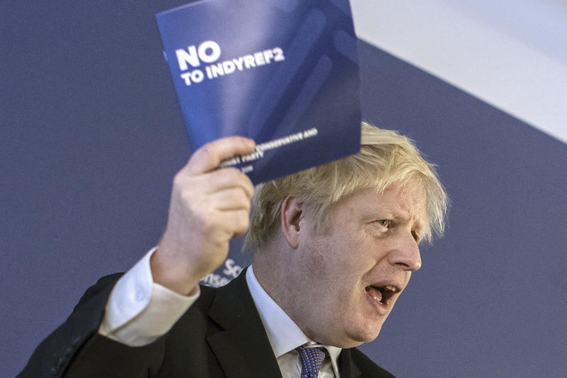 Boris Johnson haciendo campaña en Escocia. (Dan Kitwood/Pool Photo via AP)